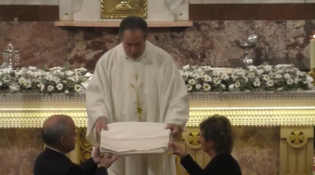 Donación de mantel para la capilla de la Virgen