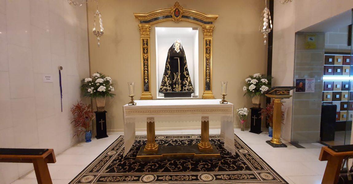 Donación mantel a la Virgen Dolorosa